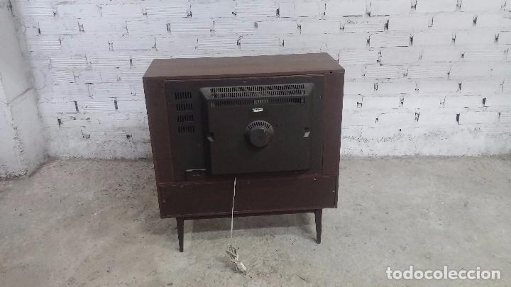 Antigüedades: Botita televisión antigua de valvulas, mueble de puertas correderas, ideal para adornar escaparate - Foto 28 - 80304625