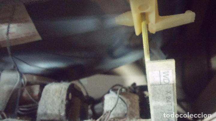 Antigüedades: Botita televisión antigua de valvulas, mueble de puertas correderas, ideal para adornar escaparate - Foto 29 - 80304625