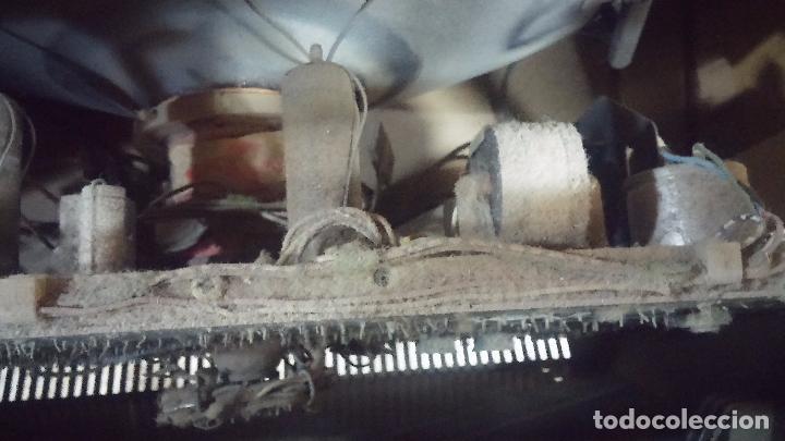 Antigüedades: Botita televisión antigua de valvulas, mueble de puertas correderas, ideal para adornar escaparate - Foto 32 - 80304625