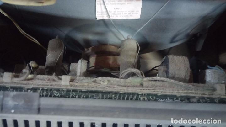 Antigüedades: Botita televisión antigua de valvulas, mueble de puertas correderas, ideal para adornar escaparate - Foto 34 - 80304625