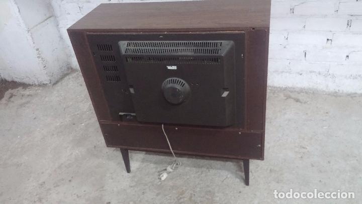 Antigüedades: Botita televisión antigua de valvulas, mueble de puertas correderas, ideal para adornar escaparate - Foto 39 - 80304625