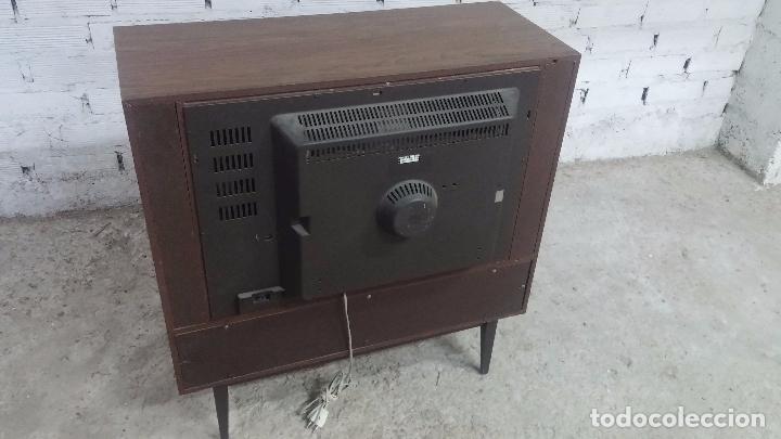Antigüedades: Botita televisión antigua de valvulas, mueble de puertas correderas, ideal para adornar escaparate - Foto 40 - 80304625