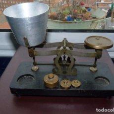 Antigüedades: CURIOSA BALANZA PEQUEÑA ANTIGUA BASCULA MADERA METAL PESO MEDIADOS XX COLECCIÓN. Lote 80434881