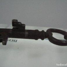 Antigüedades: ANTIGUO CANDADO CON LLAVE SIGLO XVIII, XIX. . Lote 86477610