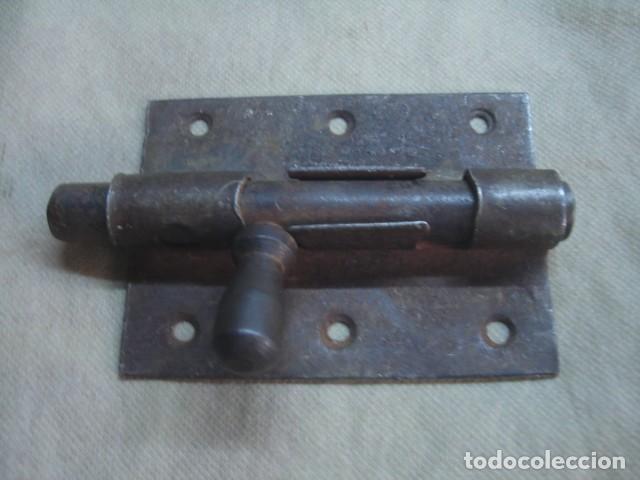 Antigüedades: Lote de 5 x antiguo pestillo o cerrojo de hierro forjado / forja - Foto 3 - 80622074