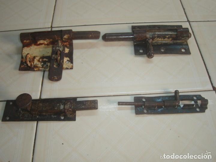 Antigüedades: Lote de 5 x antiguo pestillo o cerrojo de hierro forjado / forja - Foto 4 - 80622074