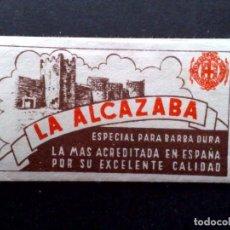 Antigüedades: HOJA DE AFEITAR ANTIGUA-LA ALCAZABA-CALIDAD EXTRA,0'25 PTS.,ESPECIAL BARBA DURA-VINTAGE. Lote 80762426