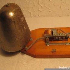 Antigüedades: ANTIGUO TIMBRE ELÉCTRICO UNIVERSAL BITENSIÓN DE CAMPANA DE GRAN TAMAÑO. REFERENCIA DEL FABRICANTE 1. Lote 143610904