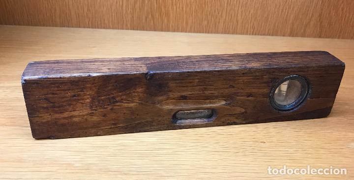 Antigüedades: Antigua herramienta - Nivel de albañil o carpintero - en madera, metal y cristal - Foto 3 - 80822435