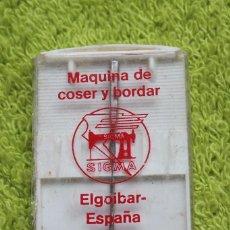 Antigüedades: CAJA AGUJAS MAQUINA DE COSER SIGMA-CON 1 AGUJA. Lote 81137428