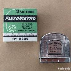 Antigüedades: ANTIGUO FLEXOMETRO. OBSEQUIO FÁBRICA DE MUEBLES LOPEZ GONZALO, PINTO, MADRID. TELÉFONO 138. METRO.. Lote 81272992