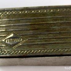 Antigüedades: PEQUEÑA CAJA DE CAMPAÑA MARAVILLA CON UTILES PARA MAQUINILLA DE AFEITAR. AÑOS CUARENTA-CINCUENTA.. Lote 81350700