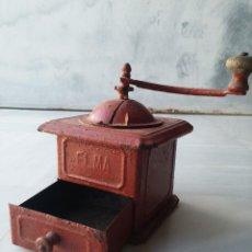 Antigüedades: ANTIGUO MOLINILLO DE CAFÉ DE LATA MARCA ELMA. Lote 33965521