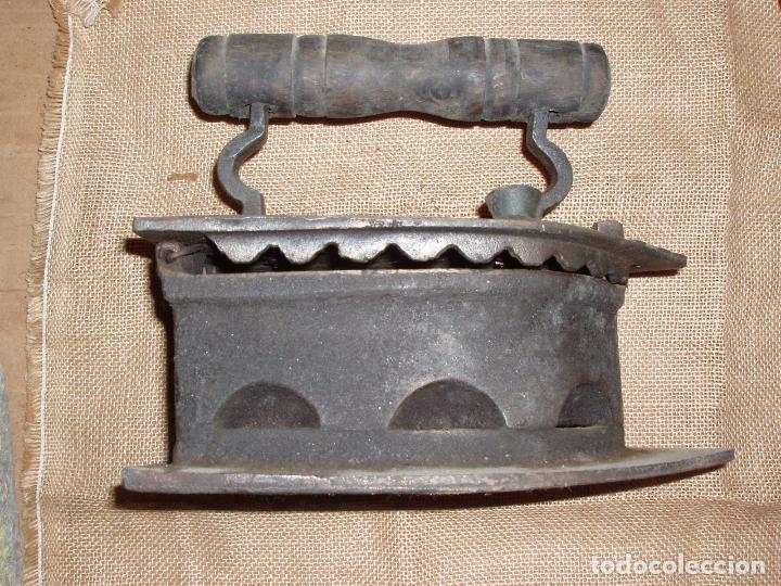 GIGANTESCA PLANCHA DE CARBON HIERRO FUNDIDO. 28 CM LARGO X 23 CM ALTURA (Antigüedades - Técnicas - Planchas Antiguas - Carbón)