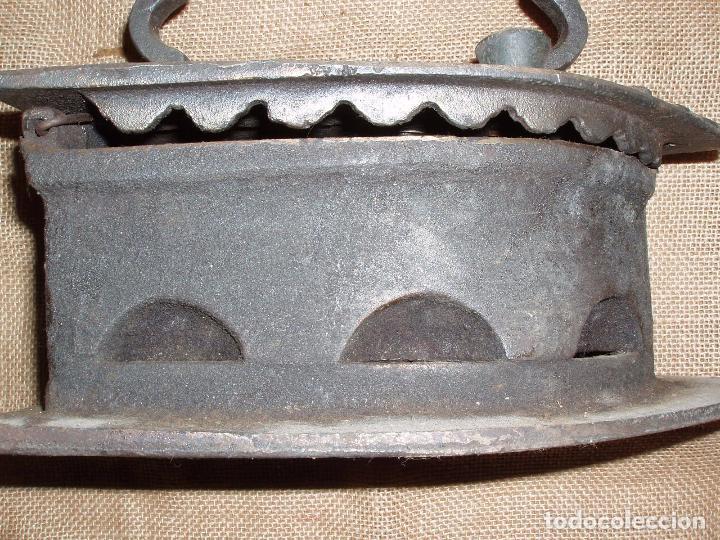 Antigüedades: GIGANTESCA PLANCHA DE CARBON HIERRO FUNDIDO. 28 CM LARGO x 23 CM ALTURA - Foto 2 - 81922184