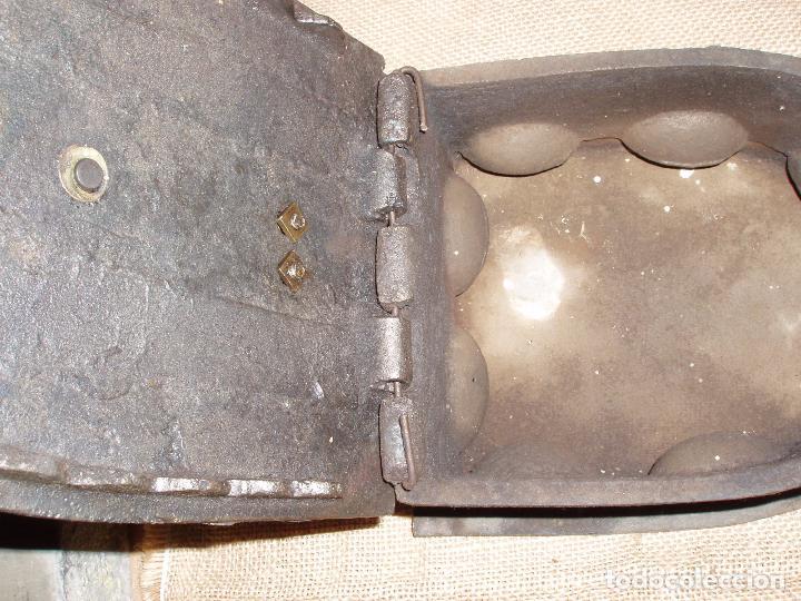 Antigüedades: GIGANTESCA PLANCHA DE CARBON HIERRO FUNDIDO. 28 CM LARGO x 23 CM ALTURA - Foto 4 - 81922184