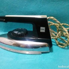 Antigüedades: PLANCHA ELECTRICA SOLAC MODELO 645E......FUNCIONA. Lote 82346848