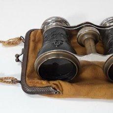Antigüedades: BINOCULARES. LATÓN Y METAL. REPUJADO. CHEVALIER. PARIS. AÑO 1920.. Lote 82702724