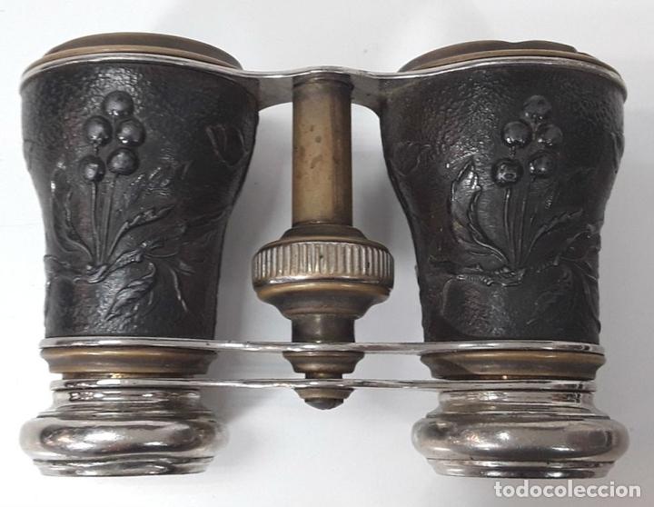 Antigüedades: BINOCULARES. LATÓN Y METAL. REPUJADO. CHEVALIER. PARIS. AÑO 1920. - Foto 3 - 82702724