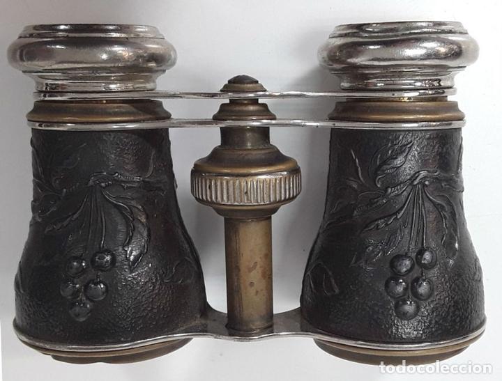 Antigüedades: BINOCULARES. LATÓN Y METAL. REPUJADO. CHEVALIER. PARIS. AÑO 1920. - Foto 4 - 82702724