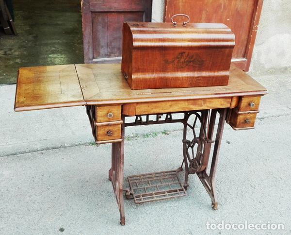 Antigüedades: Máquina de coser Alfa años 50-60 - Foto 2 - 82394703