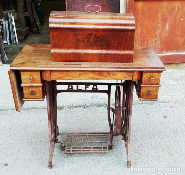 Antigüedades: Máquina de coser Alfa años 50-60 - Foto 3 - 82394703