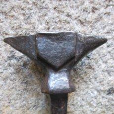 Antigüedades: ANTIGUO YUNQUE BIGORNIA - 20CM ENTRE PUNTAS 7 ANCHO 22CM ALTO, 4.5 KILOS + INFO. Lote 100140678