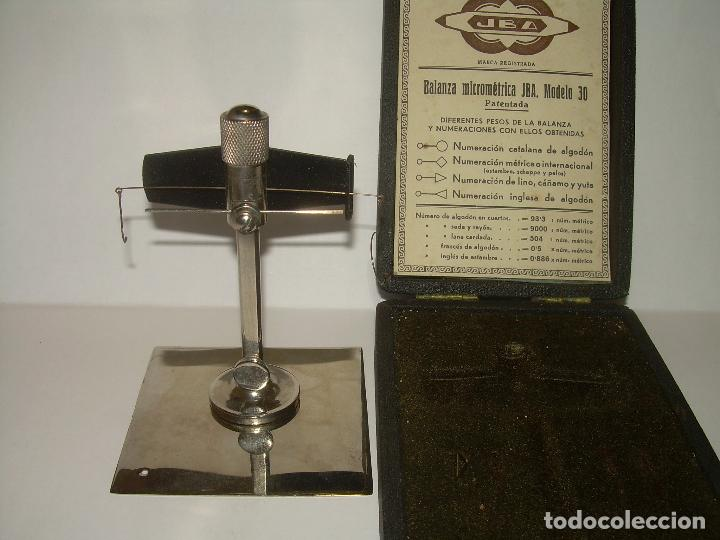 Antigüedades: ANTIGUA BALANZA MICROMETRICA PARA PESAR HILOS... CON SU CAJA ORIGINAL. - Foto 7 - 235541390