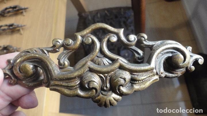 Antigüedades: ANTIGUO CONJUNTO DE 6 TIRADORES DE CAJON.LATON FUNDIDO.AÑOS 20,20 - Foto 4 - 82882304