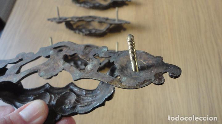 Antigüedades: ANTIGUO CONJUNTO DE 6 TIRADORES DE CAJON.LATON FUNDIDO.AÑOS 20,20 - Foto 8 - 82882304