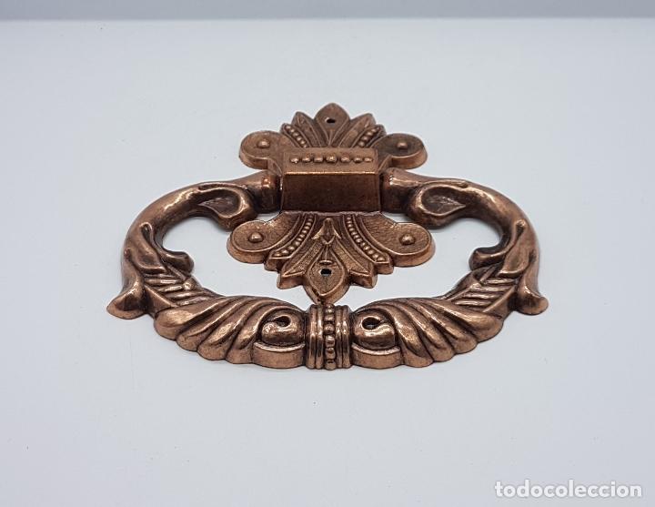 Antigüedades: Tirador antiguo en metal de estilo rococó con bellos relieves . - Foto 2 - 136429892