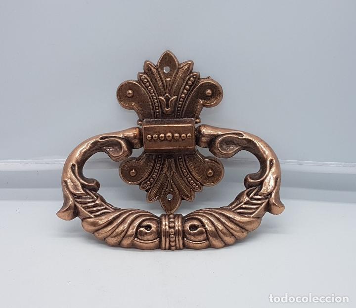 Antigüedades: Tirador antiguo en metal de estilo rococó con bellos relieves . - Foto 3 - 136429892