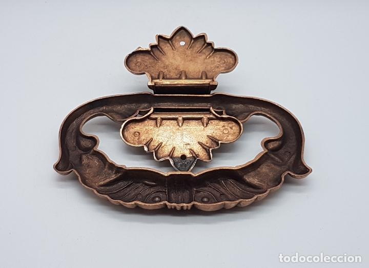 Antigüedades: Tirador antiguo en metal de estilo rococó con bellos relieves . - Foto 4 - 136429892