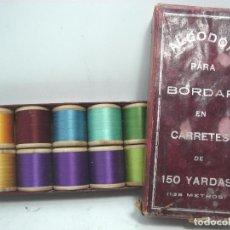 Antigüedades: ANTIGUA CAJA 10X CARRETE MADERA - ALGODON PARA BORDAR 135 METROS - BOBINA MAQUINAS COSER-TWO LINKS. Lote 83114984