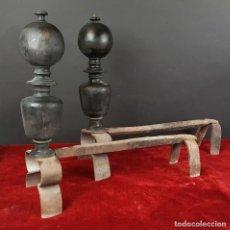 Antigüedades: PAREJA DE MURILLOS PARA CHIMENEA. HIERRO FORJADO. SIGLO XVIII-XIX. . Lote 83287924