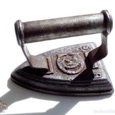 Antigüedades: PLANCHA DE HIERRO MUY BUENA CONSERVACIÓN Nº5. Lote 114034348