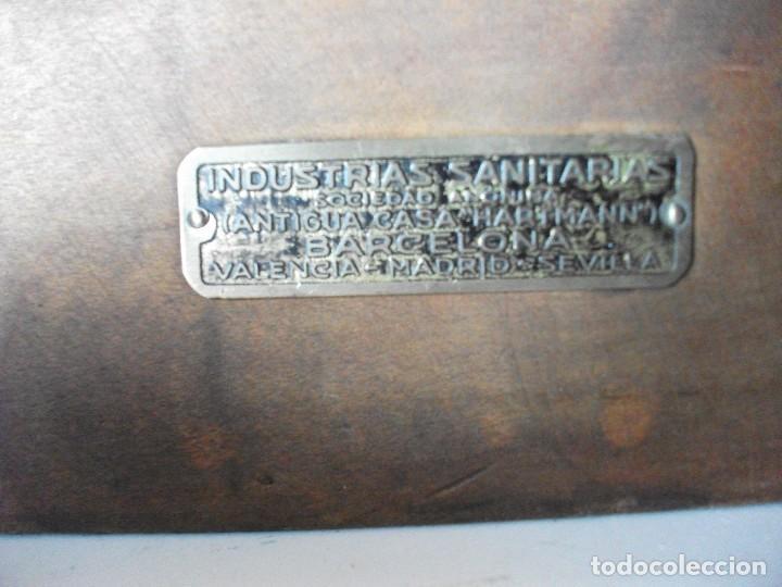 Antigüedades: Balanza bascula de farmacia con platos y juego de pesas medida 54 X 22 cm. altura 22 cm. funcionando - Foto 7 - 83752764