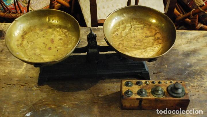 ANTIGUA BALANZA DE HIERRO COLOR VERDE CON JUEGO DE PESAS (Antigüedades - Técnicas - Medidas de Peso - Balanzas Antiguas)