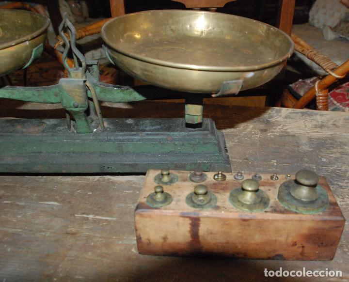 Antigüedades: ANTIGUA BALANZA DE HIERRO COLOR VERDE CON JUEGO DE PESAS - Foto 3 - 83796232