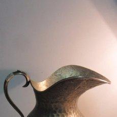 Antigüedades: JARRA DE AGUA DE ALPACA MARTILLEADA A MANO. Lote 83805964