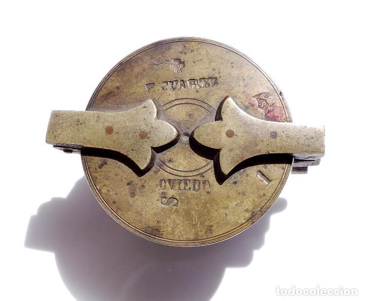Antigüedades: PONDERALES DE BRONCE P. JUAREZ OVIEDO -SELLOS CRUZ -VASOS ANIDADOS PARA PESAR ORO - SIGLO XVII-XVIII - Foto 2 - 83909240
