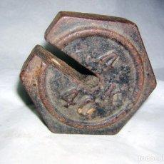 Antigüedades: PESA MARCADA MUY ANTIGUA Y RARA, CON UNA RANURA DE FORMA EXAGONAL. Lote 83982156