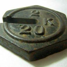 Antigüedades: PESA DIFERENTE DE FORMA EXAGONAL, ANTIGUA DE CORREDERA DE, 2 A 20 KG. Lote 84137316