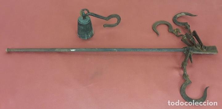 Antigüedades: ANTIGUA ROMANA CON 3 GANCHOS Y PESO. HIERRO. ESPAÑA. SIGLO XIX. - Foto 2 - 84203152