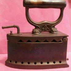 Antigüedades: PLANCHA DE HIERRO PARA CARBON. Lote 84238740