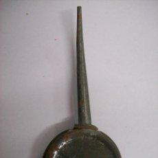 Antigüedades: ACEITERA MAQUINA DE COSER. SIN MARCA. Lote 84246120