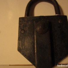 Antigüedades: ANTIGUO Y ORIGINAL CANDADO PENTAGONAL CON TAPA. Lote 84449236