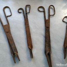 Antigüedades: LOTE 4 TENEZAS TIJERAS DIFERENTES TAMAÑOS DE FORJA. Lote 84491704
