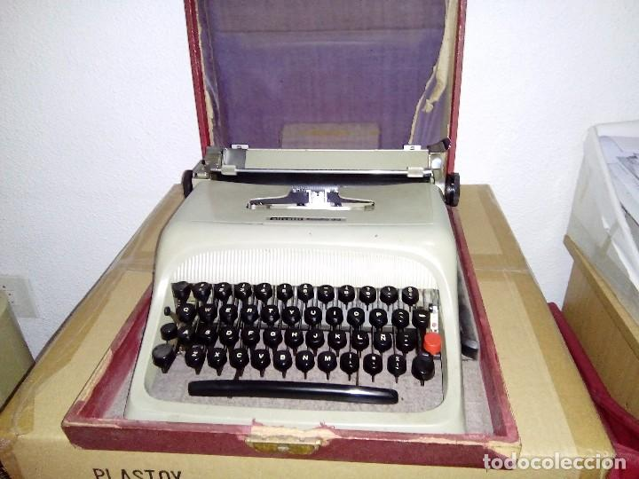 MAQUINA DE ESCRIBIR OLIVETTI STUDIO 44 - AÑOS 60 (Antigüedades - Técnicas - Máquinas de Escribir Antiguas - Olivetti)