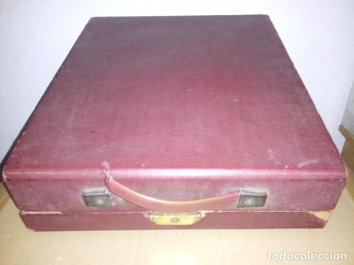 Antigüedades: - Máquina de escribir + Estuche original de la máquina de madera, esta con algunos roces y se ha soltado el asa, ver fotos. - Foto 4 - 84527736